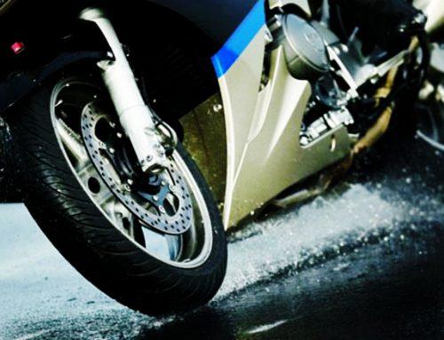 Veja dicas para andar com a moto na chuva